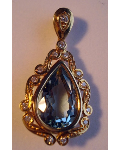 Pendentif aigue-marine poire diamants or jaune 750